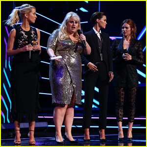 Rebel Wilson & 'Pitch Perfect 3' Co-Stars Help Honor Harry Styles at Aria Awards 2017!