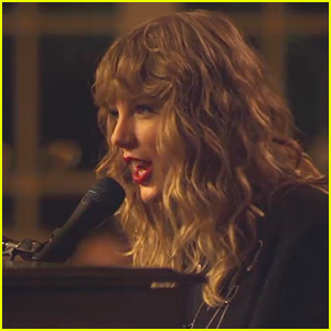 Taylor Swift Sings 'New Year's Day' at Her Piano for Fans (Video)