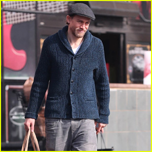 Charlie Hunnam Grabs Groceries Ahead of New Year's Eve