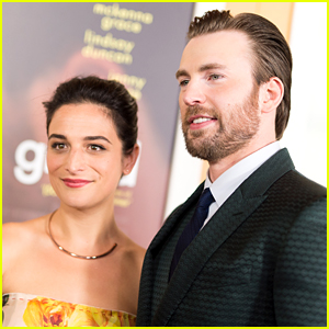 Jenny Slate Celebrated Christmas with Chris Evans & His Family!