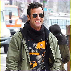 Justin Theroux is All Smiles While Stepping Out in NYC