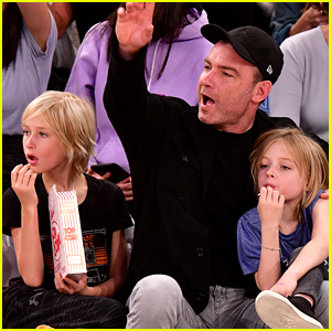 Liev Schreiber Takes His Sons to the Knicks Game!