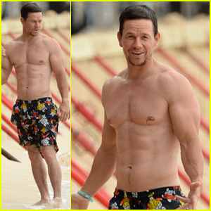 Mark Wahlberg Closes Out 2017 Showing Off His Ripped Body!