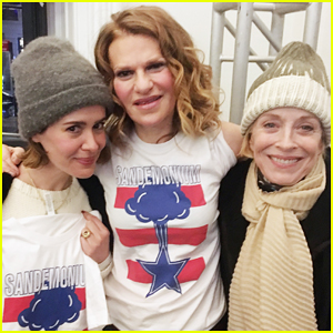 Sarah Paulson & Holland Taylor Couple Up To Support Sandra Bernhard's 'Sandemonium'!