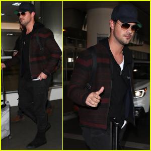 Taylor Lautner Jets Back to LA After Quick Chicago Trip!