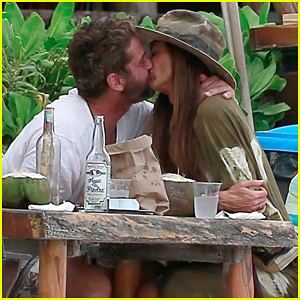 Gerard Butler & Girlfriend Morgan Show Some PDA During New Year's Vacation!