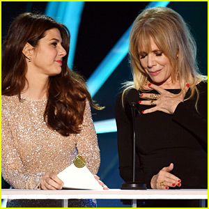 Marisa Tomei & Rosanna Arquette Honor the #MeToo Pioneeers at SAG Awards 2018