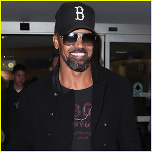 Shemar Moore Flaunts Ripped Abs in New Shirtless Selfie!