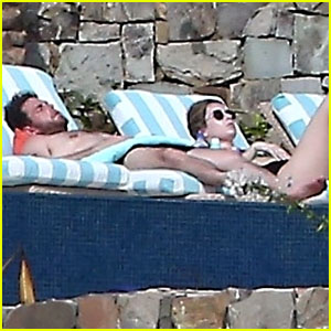 Shirtless Jonah Hill & His Girlfriend Get Their Tan on in Cabo