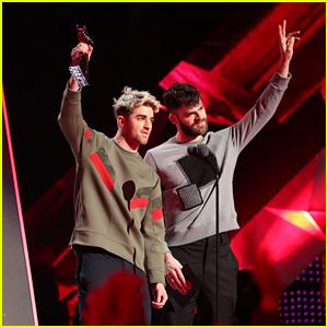 La Chainsmokers & Coldplay Ganar la Mejor Colaboración de los iHeartRadio Music Awards 2018 - Ver Ahora!
