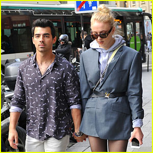 Joe Jonas & Fiancee Sophie Turner Hold Hands While Out in Paris