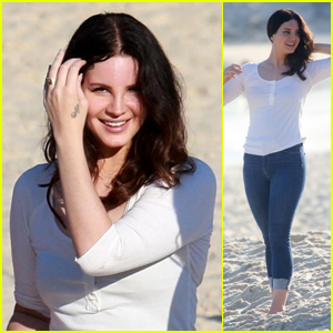 Lana Del Rey Looks Beautiful Hanging at the Beach in Brazil!