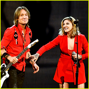 Keith Urban & Julia Michaels Perform 'Coming Home' at ACM Awards 2018 - Watch!