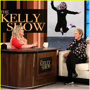 Kelly Clarkson Interviews Ellen DeGeneres for 'The Kelly Show' - Watch!