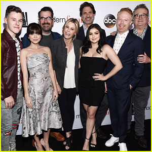 Sarah Hyland Debuts New Bangs Alongside 'Modern Family' Co-Stars at FYC Event