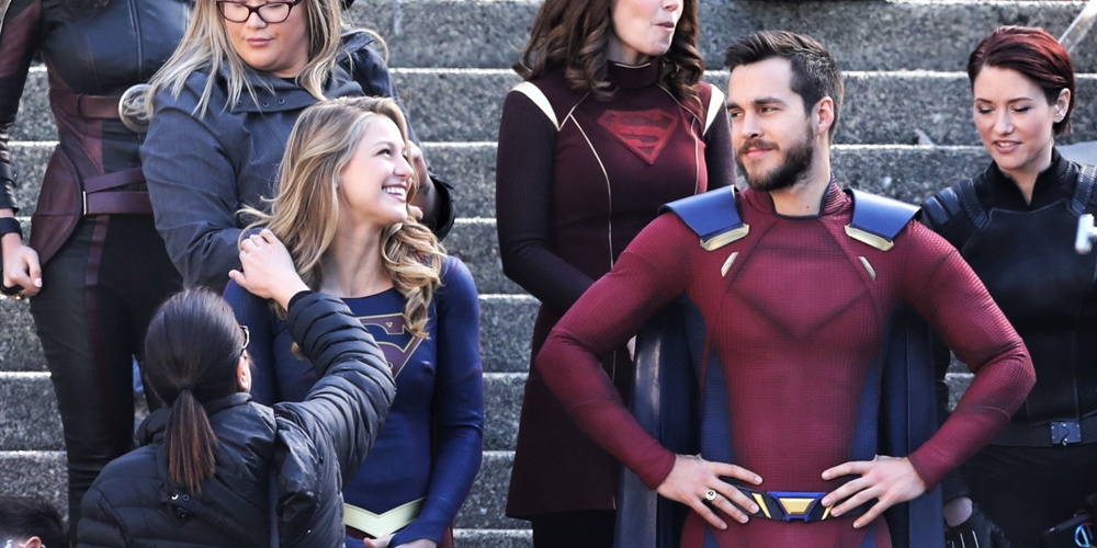 Melissa Benoist Amp Boyfriend Chris Wood Share A Laugh On