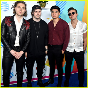 5 Seconds of Summer Debut at No  1 on the Billboard 200
