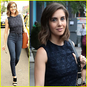 Alison Brie Can Do Impressive One-Arm Pull-Ups! (Video)