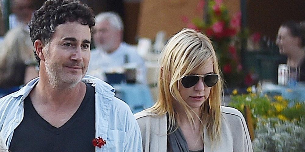 Anna Faris Amp Boyfriend Michael Barrett Enjoy A Stroll