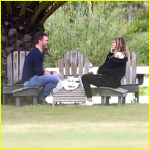 See Photos From Chris Pratt & Katherine Schwarzenegger's Picnic Date
