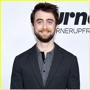 Daniel radcliffe sings elements on graham norton show daniel daniel radcliffe urtaz Choice Image