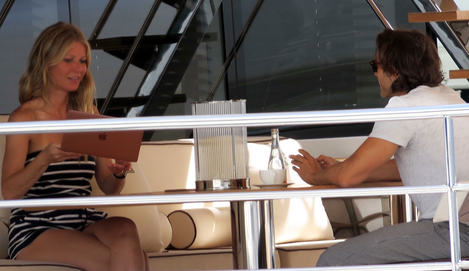 Gwyneth Paltrow Relaxes On A Yacht In Italy With Brad