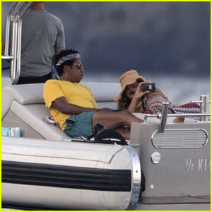 Beyonce Snaps Photos of Jay Z While Yachting in Italy!