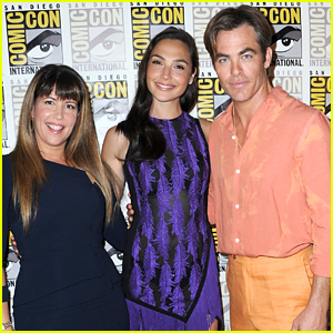 Gal Gadot Joins Chris Pine & Patty Jenkins at 'Wonder Woman 1984' Panel at Comic-Con!