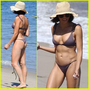 Jenna Dewan Shows Off Her Abs