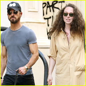Justin Theroux & Female Friend Take His Dog for a Walk