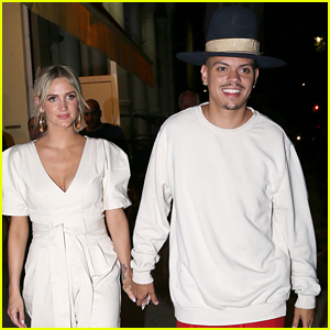 Ashlee Simpson & Evan Ross Hold Hands on Date Night!