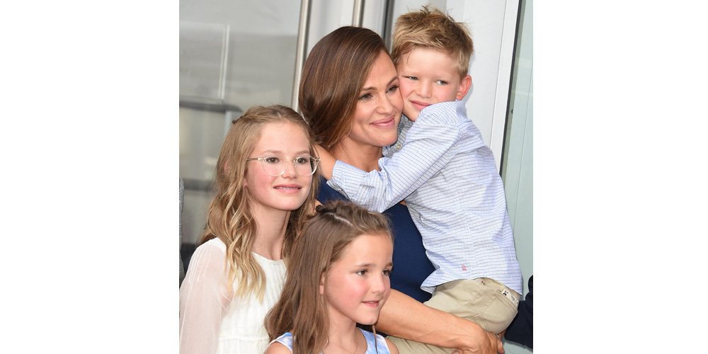 Jennifer Garner Poses with Her Three Kids at Walk of Fame Ceremony!