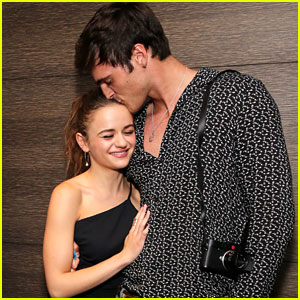 Joey King Gets Support from Jacob Elordi at 'Slender Man' Screening
