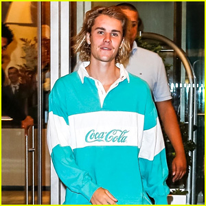 Justin Bieber Is All Smiles Leaving His Hotel in NYC!