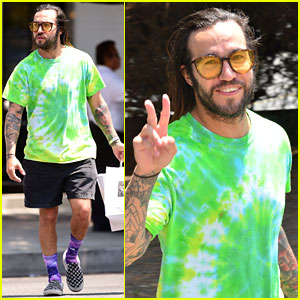 Pete Wentz Keeps It Colorful While Grabbing Lunch in LA