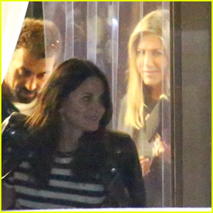 Jennifer Aniston & Courteney Cox Meet Up for Dinner in Santa Monica!