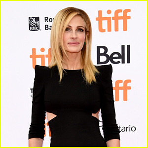 This Headline About Julia Roberts Went Viral for This Reason...