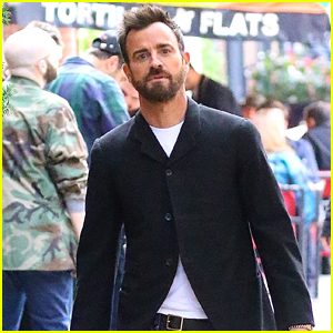 Justin Theroux Takes His Dog