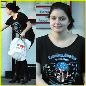 Ariel Winter Gives Money to Woman in Need Outside of CVS