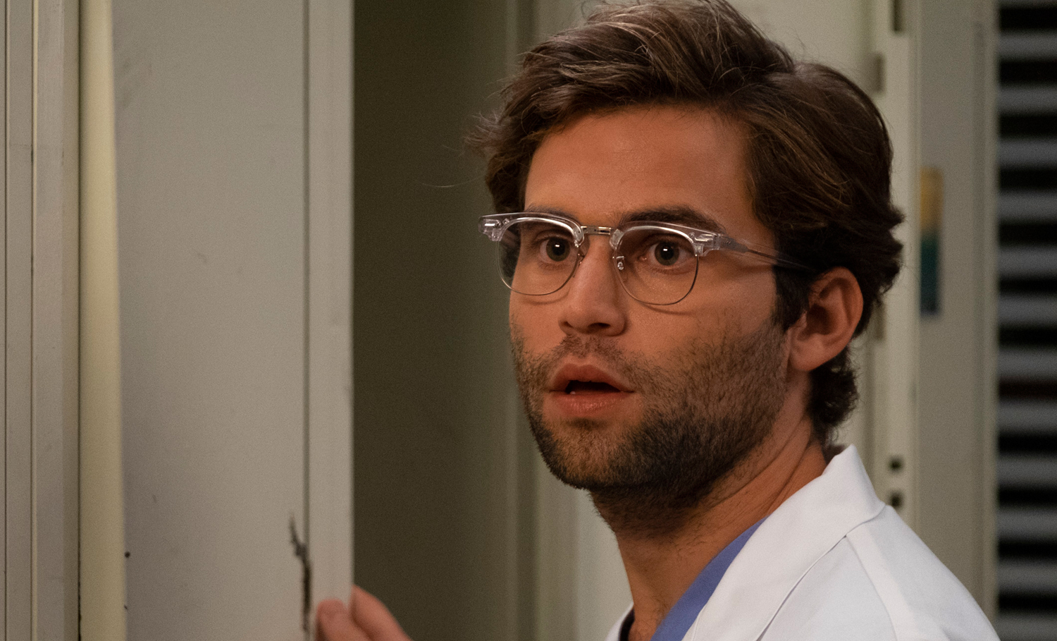 Grey S Anatomy Actor Jake Borelli Comes Out As Gay Greys
