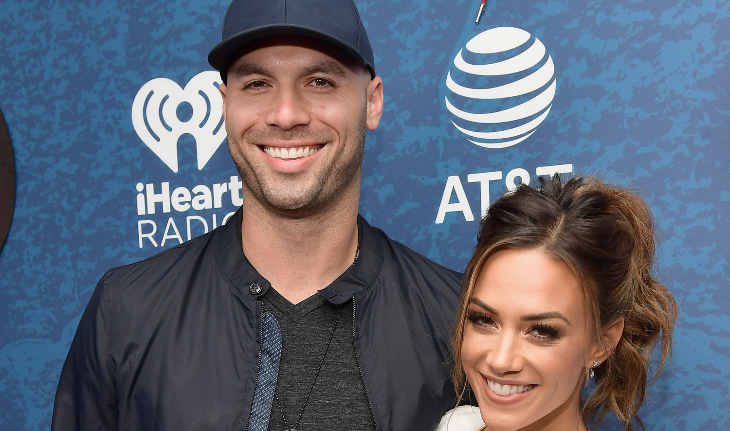 Jana Kramer And Husband Mike Caussin Just Got REAL About Their Sex Life foto