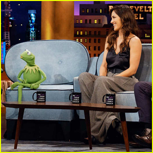 Minka Kelly Turns Down Kermit the Frog on 'Late Late Show' - Watch Here!