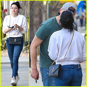651f90be3bdcd7 Ariel Winter   Boyfriend Levi Meaden Share a Smooch While Out in LA