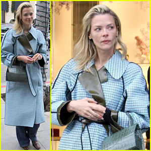 Jaime King Shops on Rodeo Drive Ahead of Christmas