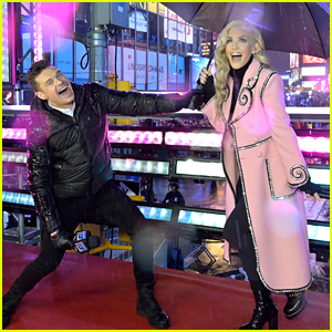 Ryan Seacrest & Jenny McCarthy Are Braving Rain on New Year's Eve in Times Square