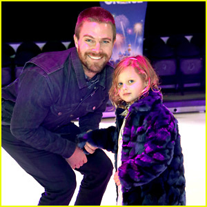 Stephen Amell Brings His Daughter to Disney on Ice!
