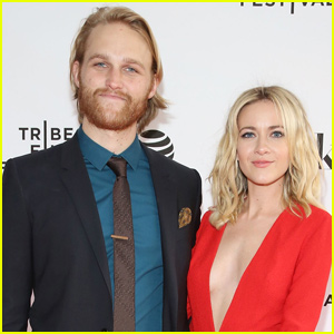 Wyatt Russell & Meredith Hagner Are Officially Engaged!