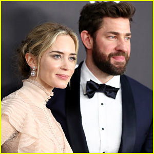 John Krasinski Cheers for Wife Emily Blunt at Golden Globes 2019 - Watch!