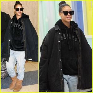 8bbfda0ae41 Rihanna Is Cute & Comfy While Jetting to New York City! | Rihanna ...