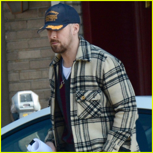 Ryan Gosling Grabs Solo Lunch in Los Feliz